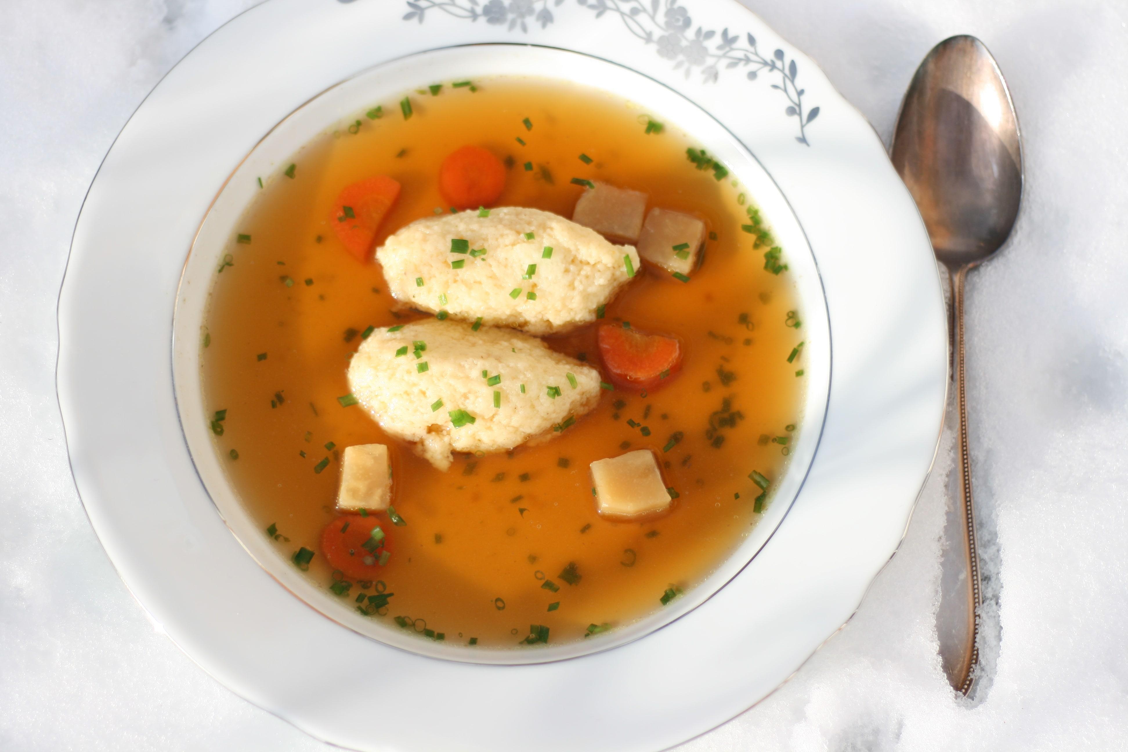 Rindssuppe mit Grießnockerl